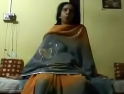 Indian Aunty sucking is husband cock nicely on indiansxvideo.com